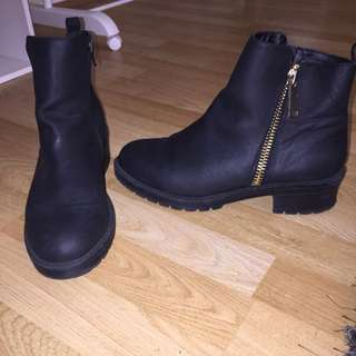 Black Ankle Boots With Gold Zip Size 10