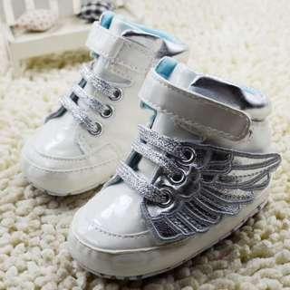 小市民倉庫~白色時尚運動鞋-學步鞋-寶寶鞋-嬰兒鞋-娃娃鞋-童鞋-粘扣設計-穿脫方便-彌月送禮-坐螃蟹車穿