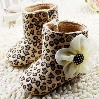 小市民倉庫~豹紋花朵雪鞋-學步鞋-寶寶鞋-嬰兒鞋-娃娃鞋-走路鞋-靴子-粘扣設計-穿脫方便-彌月送禮-坐螃蟹車穿