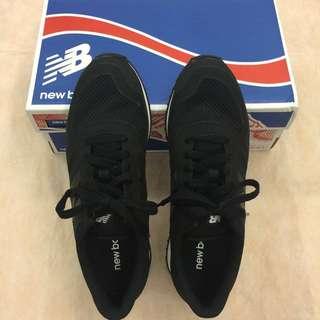 (面交9/15) 全新正品 New Balance 420 NB復古全黑白底球鞋(Size EUR 40)