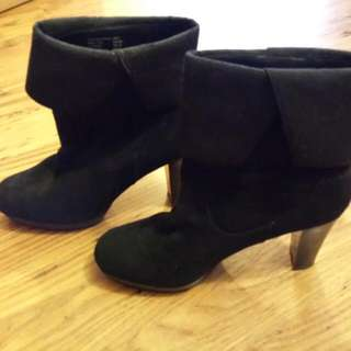 Suede Boots - Size 8 Michael