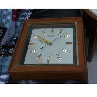 Meisie Japan Clock