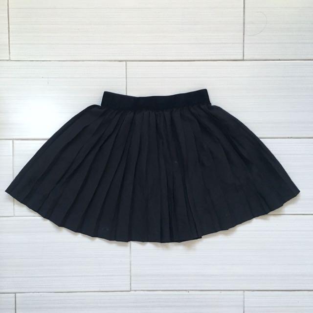 H&M Pleated Black Skirt