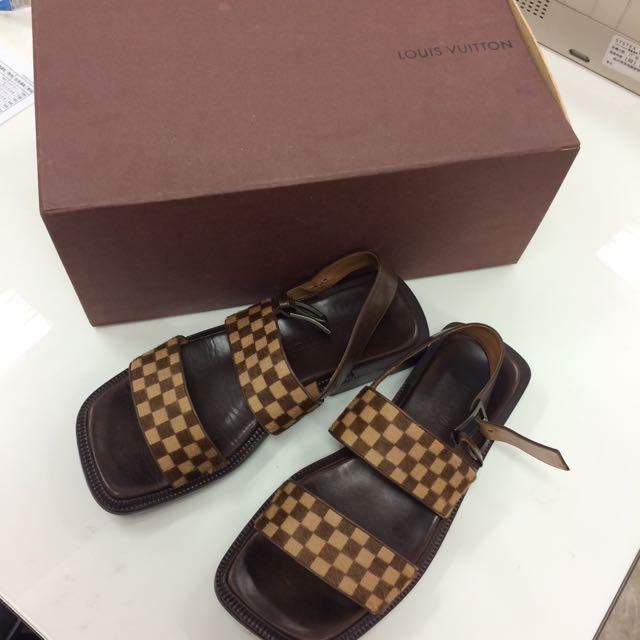 LV 拖鞋