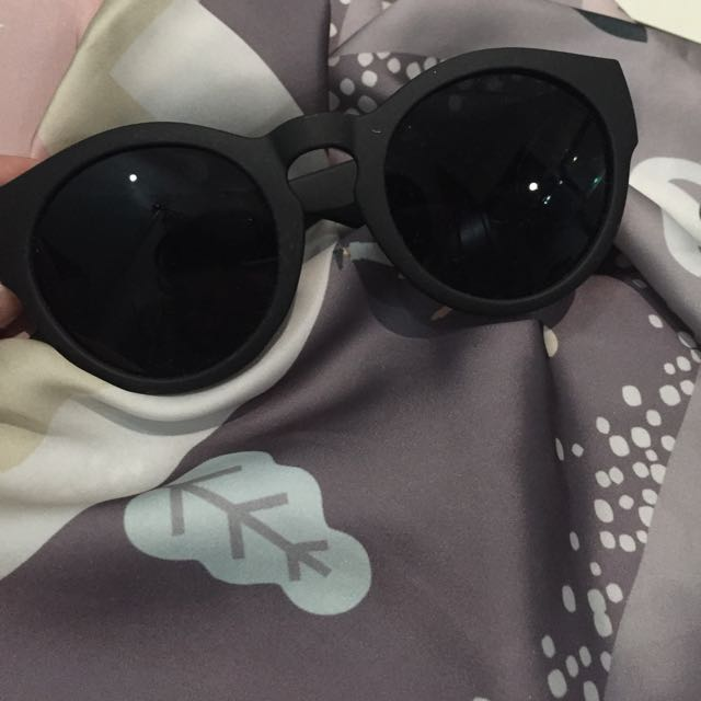 Rounded Black Sunnies
