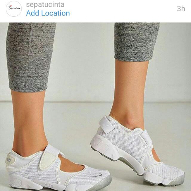 4dd56da57aad53 Sepatu Nike Ninja Air Rift White Wolf Grey