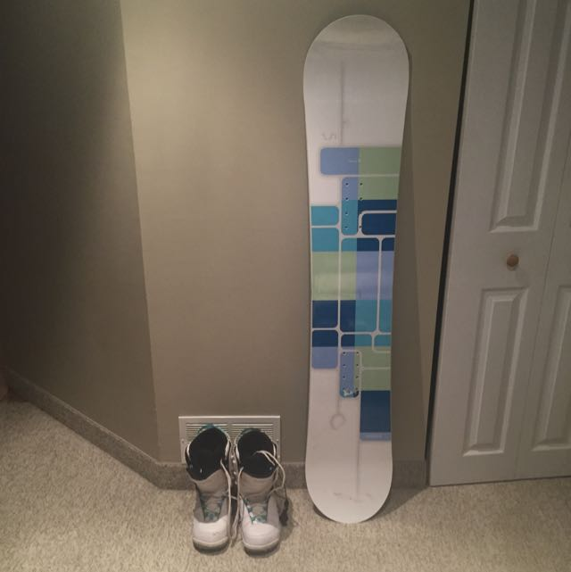 "Women's Firefly Snowboard (152"") & Boots"