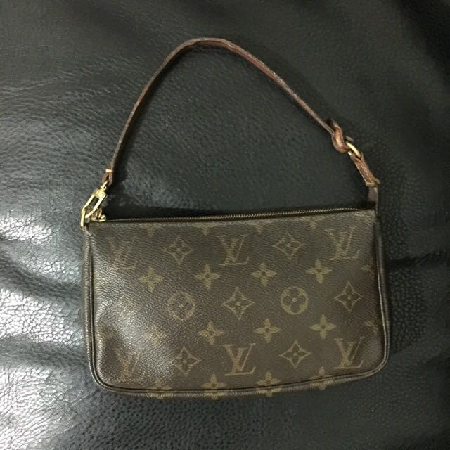 100% Authentic Louis Vuitton Pochette
