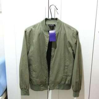 🚚 女生飛行夾克 薄款短版 淡軍綠色 全新吊牌