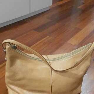 Bag Merk Toscano Original  Full Leather. Beli D Singapore. Kondisi Used. Pls Lihat Detail Dan Inbox Detail.