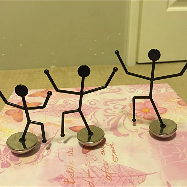 Balancing Stick Figure Note Holders