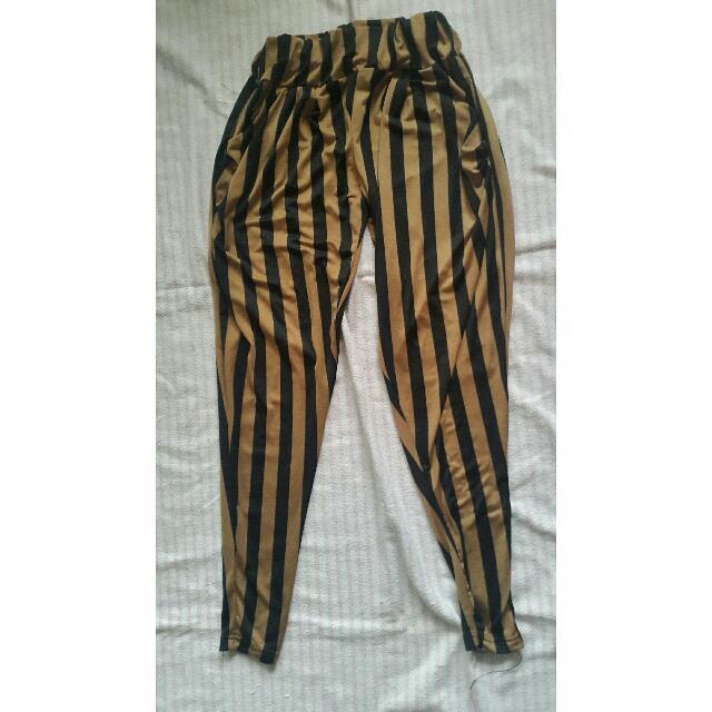 Celana Legging Motif Garis Fesyen Wanita Pakaian Wanita Bawahan Di Carousell