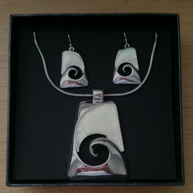 New Zealand Maori Design Necklace/Earring Set