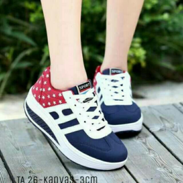 Sepatu Kets Bintang Biru