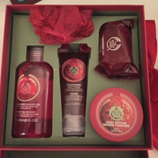 The Body Shop Strawberry Gift Set
