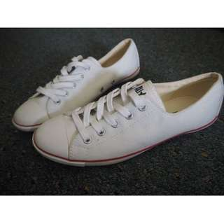 White Converse All Stars Sneakers Shoes - SIZE 7