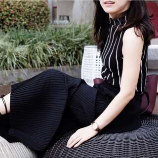 Black long pleated cullotes