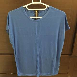 含運輕感寶藍色上衣