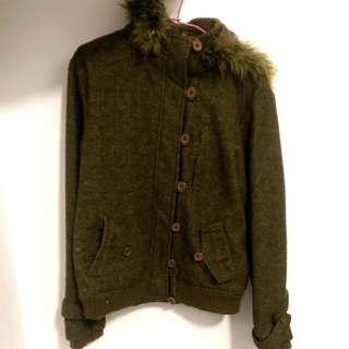 墨綠色厚外套