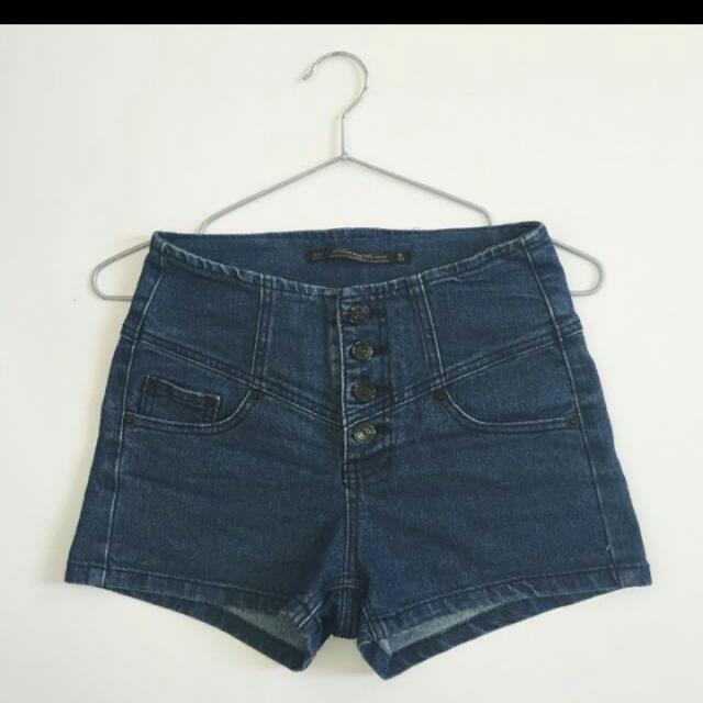 排扣牛仔短褲