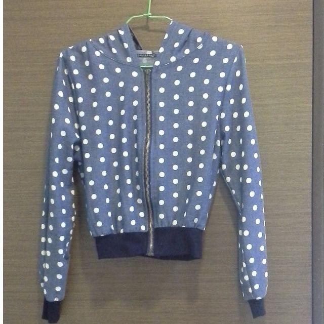 【秋】粉藍白原點短版拉鍊連帽外套