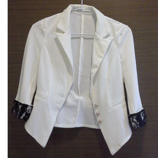 白色三顆扣七分袖蕾絲西裝外套