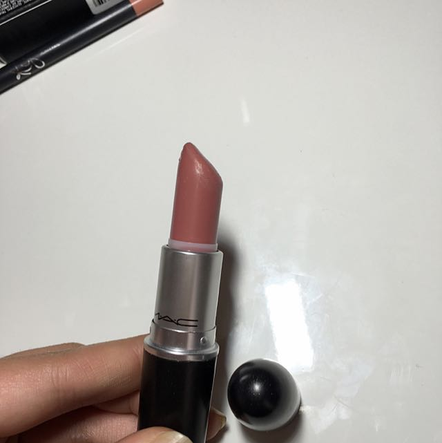 "Authentic MAC cremesheen Lipstick ""Modesty"""
