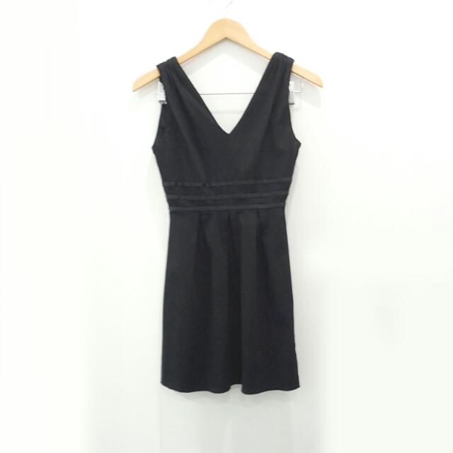 Little Black Dress / Terusan Hitam Pendek