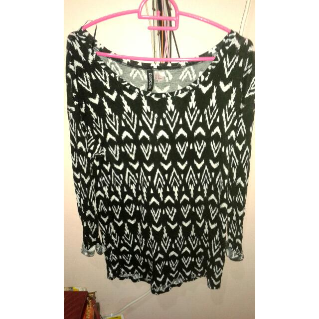 H&M Black Pattern T-Shirt