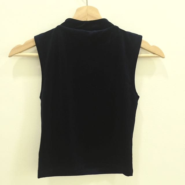 d19cb468366 H&M Divided Velvet Crop Top, Women's Fashion, Clothes, Tops on Carousell