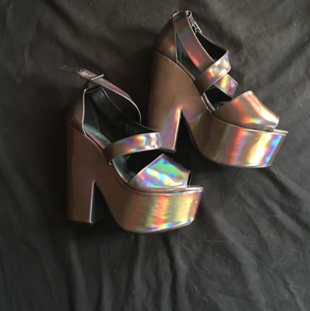 holographic wedges