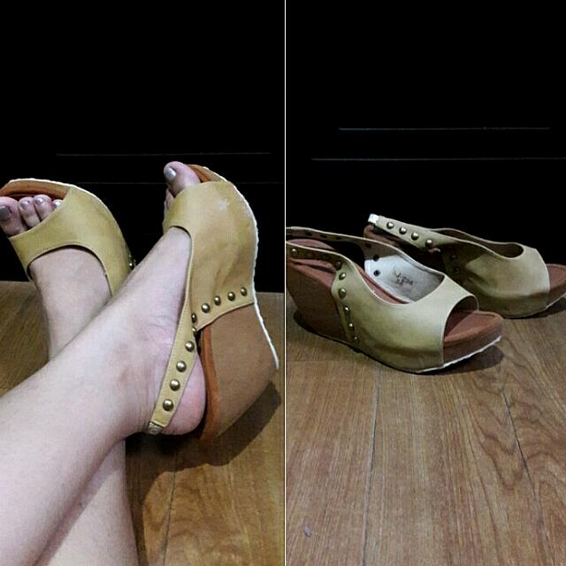 Jasmine Yellow Wedge