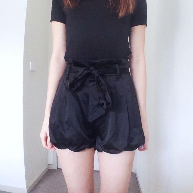 Size 6-8 Black Scallop Shorts