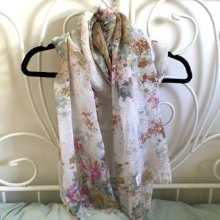 UO - FLORAL SCARF