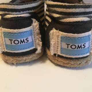 TOMS women's canvas Shoes size 5