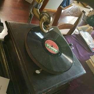 Replica gramophone