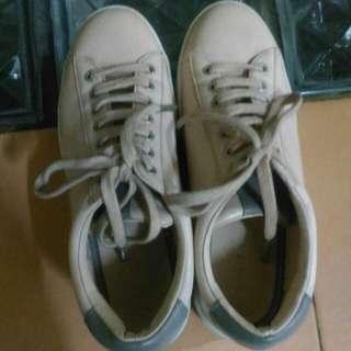 Sepatu Stadivarius  ( Sneakers )