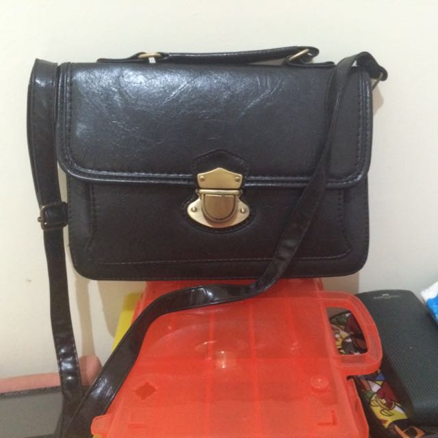 Dylan Messenger Bag By Gowigasa
