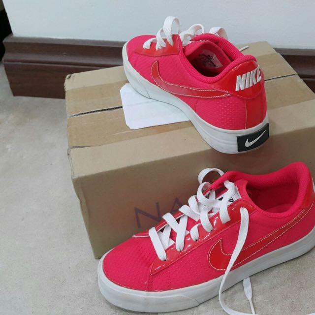 sale retailer da111 f41e2 Nike Better world Sneakers, Women s Fashion, Shoes on Carousell