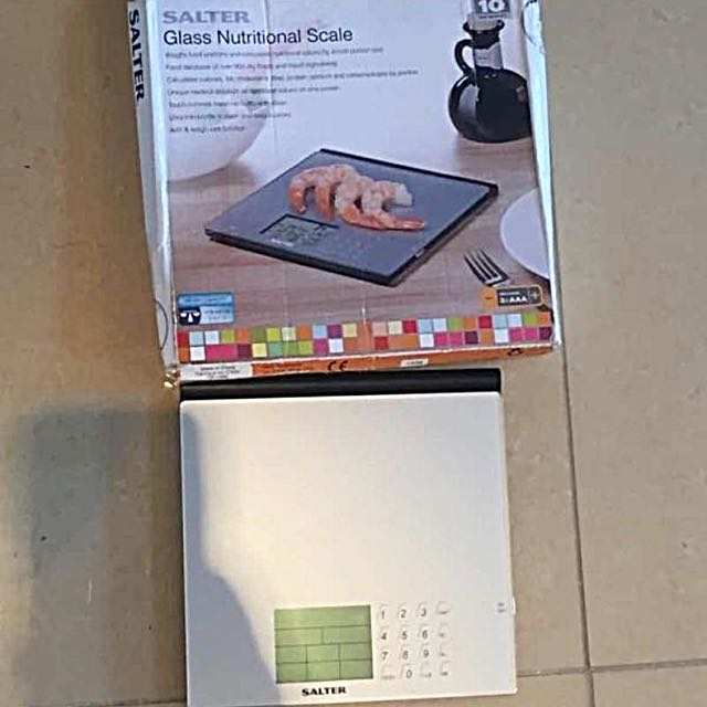 Salter Glass Top Nutritional Scale