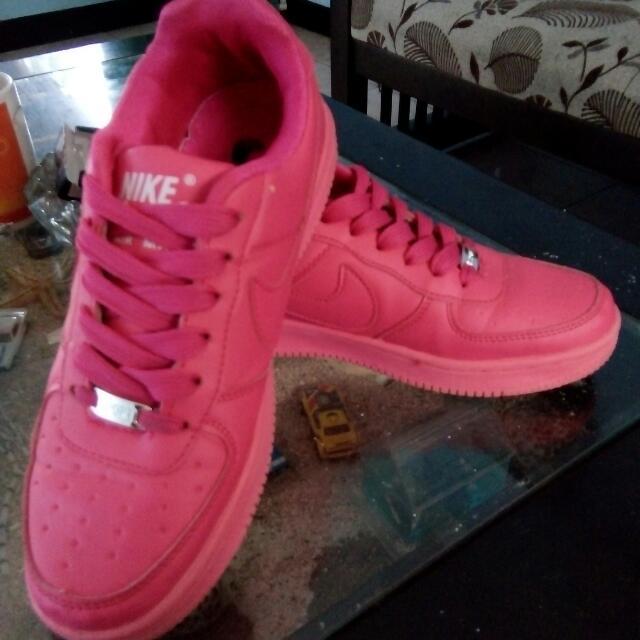 Sepatu Nike Air ForceOne pink