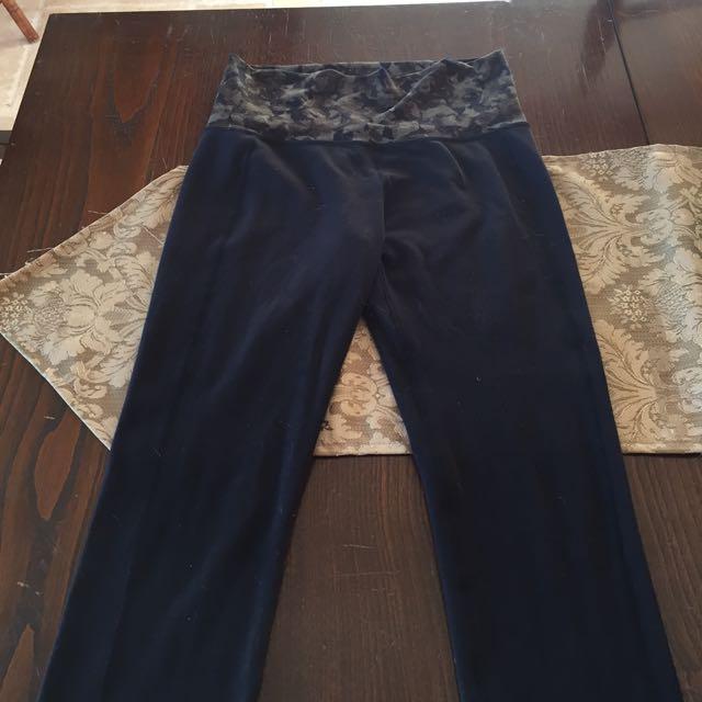 Size 6 Lulu lemon Skinny Groove Pants