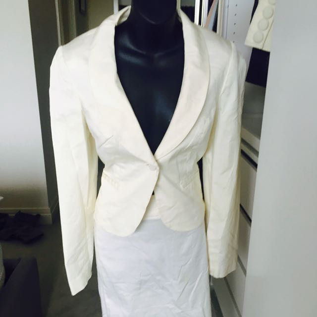 Tokito White Suit Jacket And Pencil Skirt With Fray At The Back