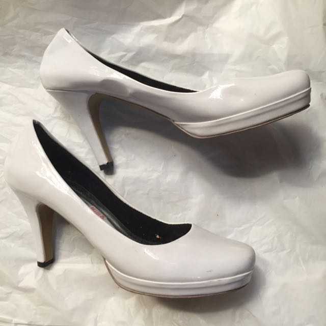 White High Heels (Heels Putih)