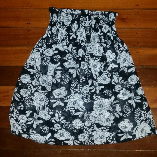 Black & White floral top Size 6-8