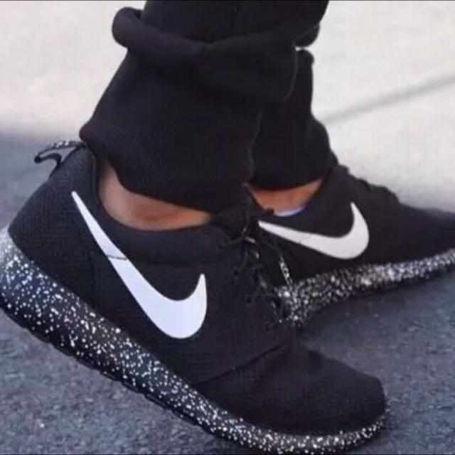 51706f5fcbe36 pending  Nike Roshe Run Galaxy Shoes