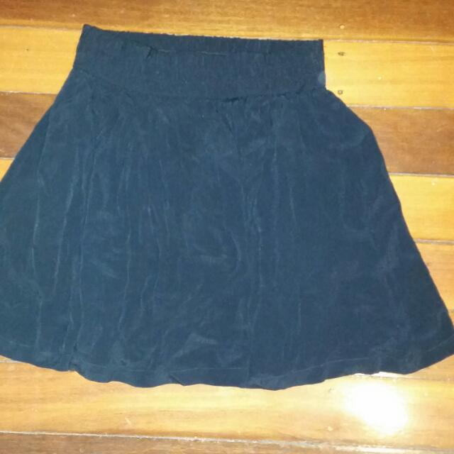Never Worn (Black Skirt) Size 8