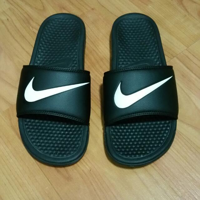 finest selection 78f0f d59ee Nike Benassi Swoosh US 9 (Slide Slippers)