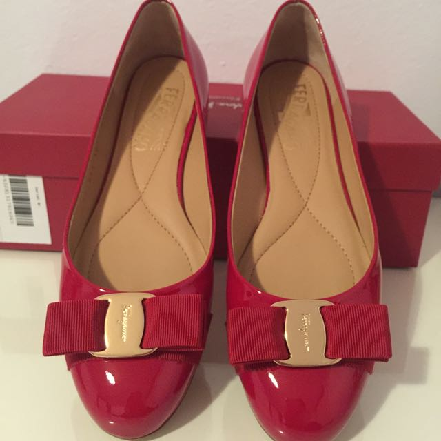Salvatore Ferragamo Varina Flats Gloss Red