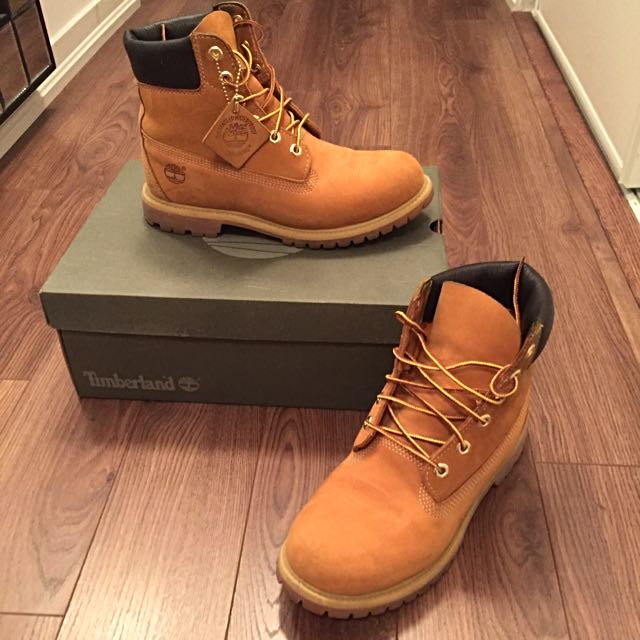 Women's 9.5 Timberland Shoes